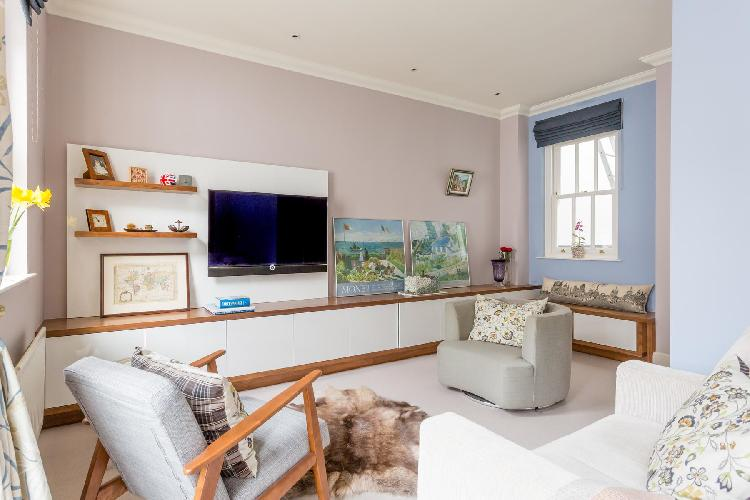 pretty sitting room of London Wetherby Mews luxury apartment