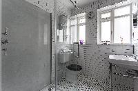 dapper toilet and bath in London De Walden Street luxury apartment