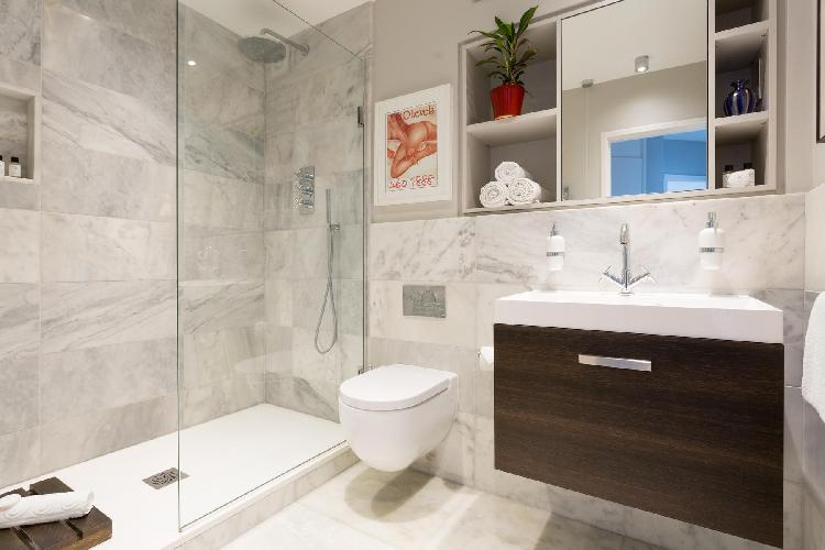 fresh and clean bathroom of London Kensington Gardens Square X luxury apartment