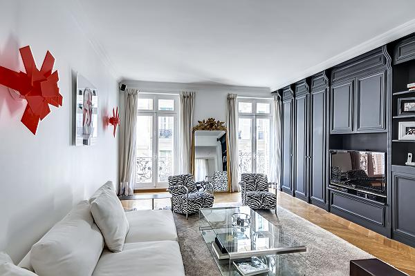 Hollywood-style designed 3-bedroom paris luxury apartment