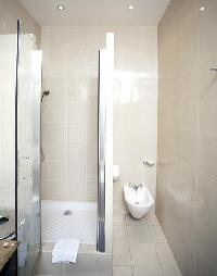 an en-suite bathroom with a sink, a toilet, and a full bath with a detachable shower head in paris l