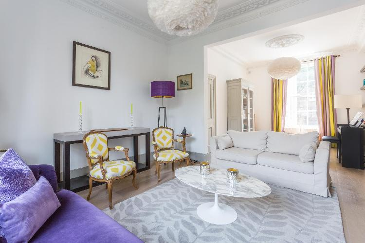 charming and cheerful living room of London Earl's Court Gardens II luxury apartment