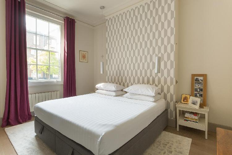 nice and nifty bedroom of London Earl's Court Gardens II luxury apartment
