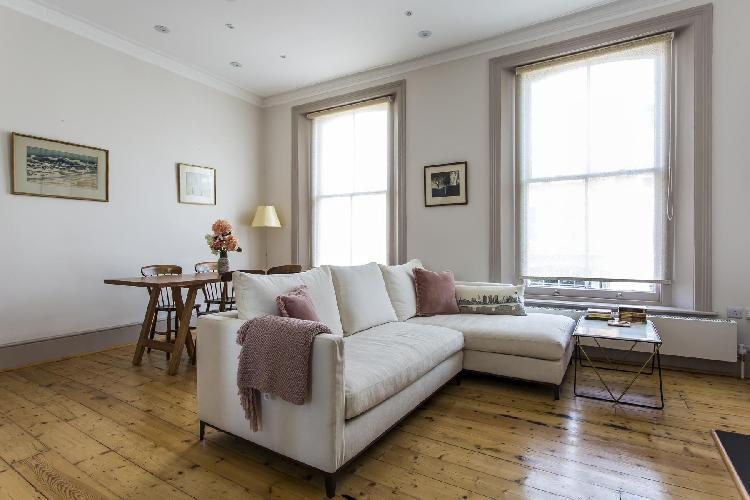 cheery and chic London Chalcot Road III luxury apartment
