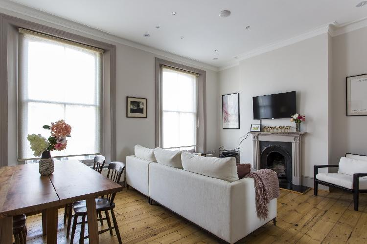 chic and cheery London Chalcot Road III luxury apartment and holiday home