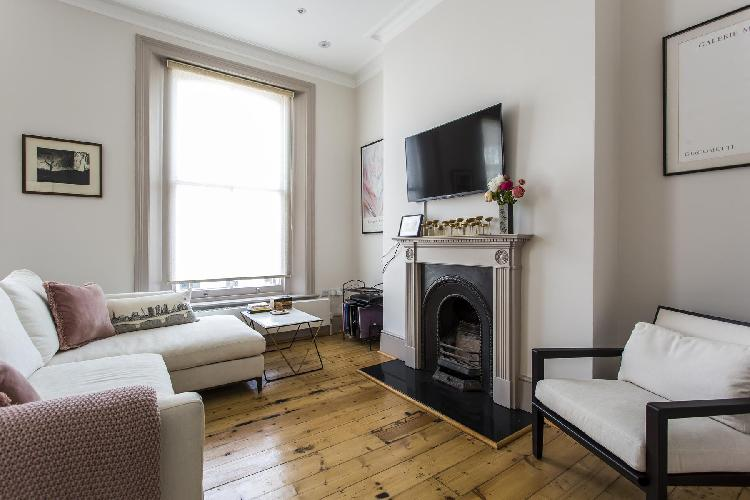 charming and cheerful London Chalcot Road III luxury apartment and vacation rental