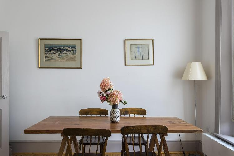 charming dining table in London Chalcot Road III luxury apartment