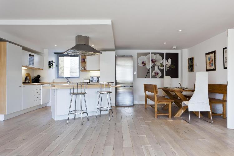 amazing dining area and kitchen of London Hatton Garden luxury apartment