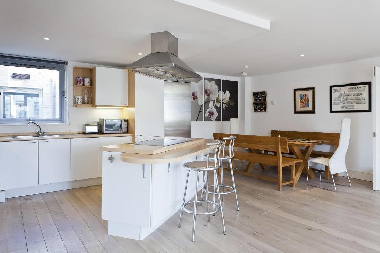 adorable breakfast bar of London Hatton Garden luxury apartment