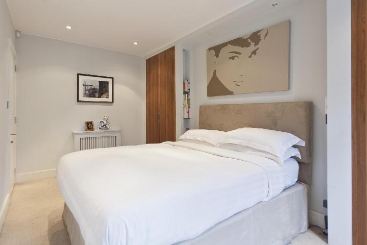 beautiful bedroom in London Chepstow Villas luxury apartment