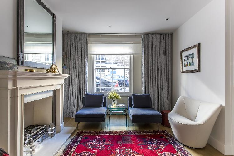 cheery and charming London Campden Street II luxury apartment and vacation rental