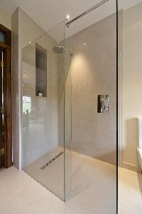 invigorating shower in London Alwyne Villas luxury apartment
