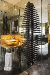 accents in a bathroom of London Albert Terrace luxury apartment