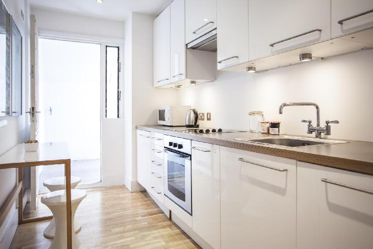 spacious kitchen with late-model appliances and well-crafted cabinets in London Brechin Place III lu