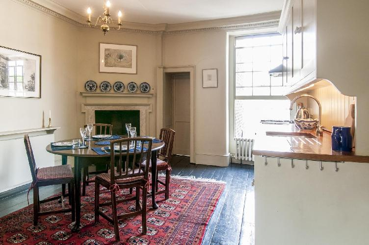 beautiful London Kensington Church Street luxury apartment and vacation rental
