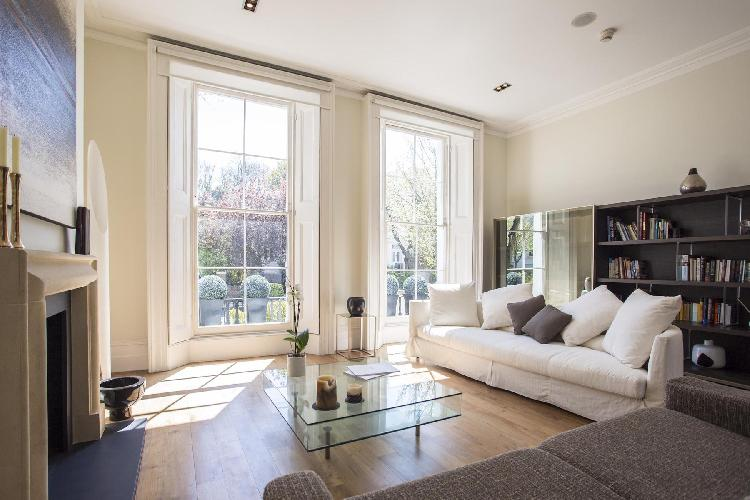 pretty and pleasant multilevel London Clifton Hill luxury apartment and holiday home