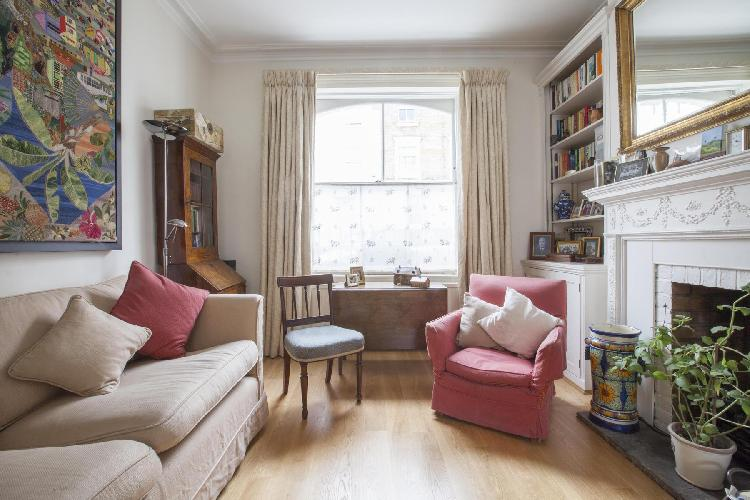 exquisite London Portland Road III luxury apartment and vacation rental