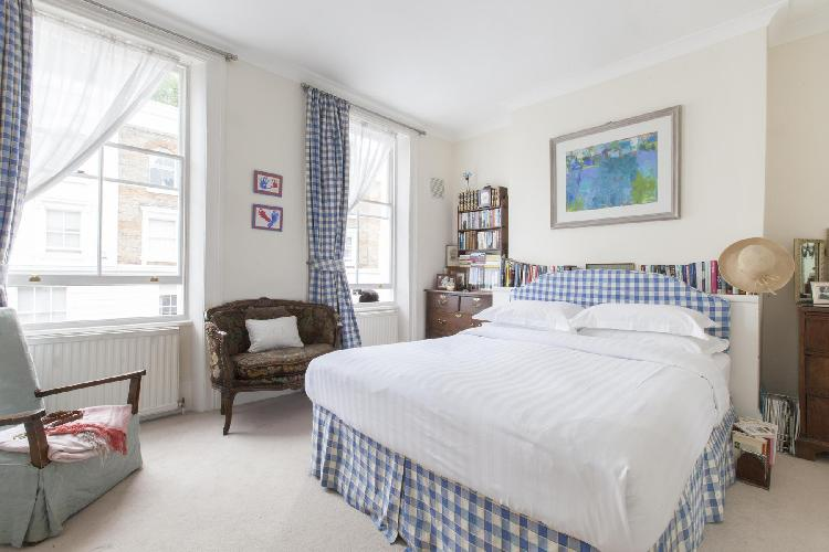 finely furnished London Portland Road III luxury apartment