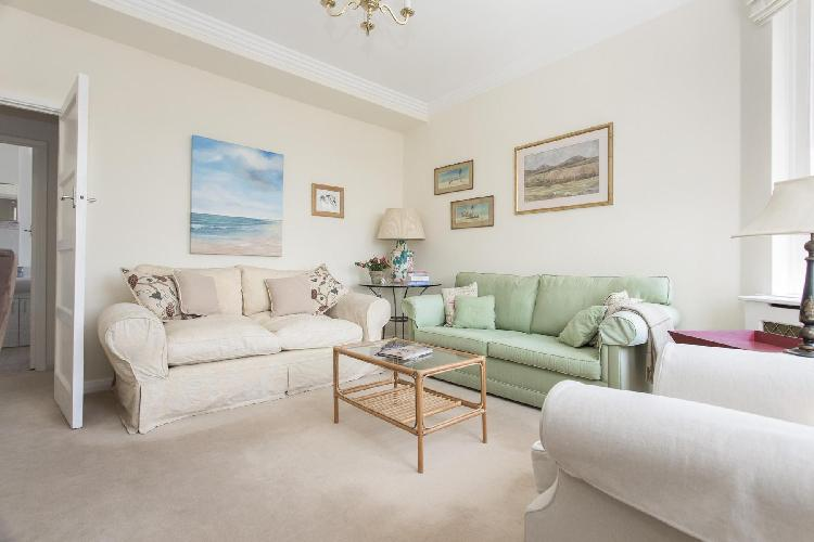 exquisite London Thurloe Court luxury apartment and vacation rental