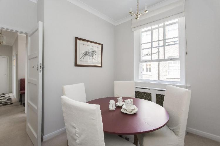 spacious, well-appointed London Thurloe Court luxury apartment