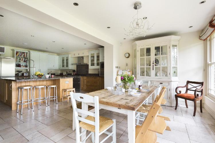 breezy and bright multilevel London Coningham Road luxury apartment and holiday home