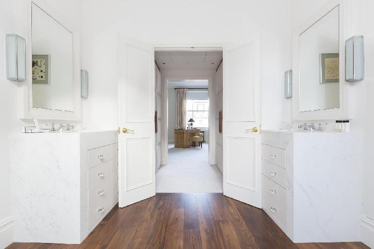 spacious, well-appointed London Warwick Gardens II luxury apartment