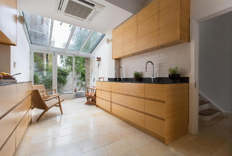 spacious London Pitt Street luxury apartment