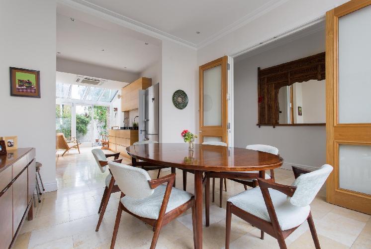 delightful dining room of London Pitt Street luxury apartment