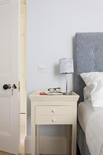 nice bedroom furnishings in London Redcliffe Square VI luxury apartment