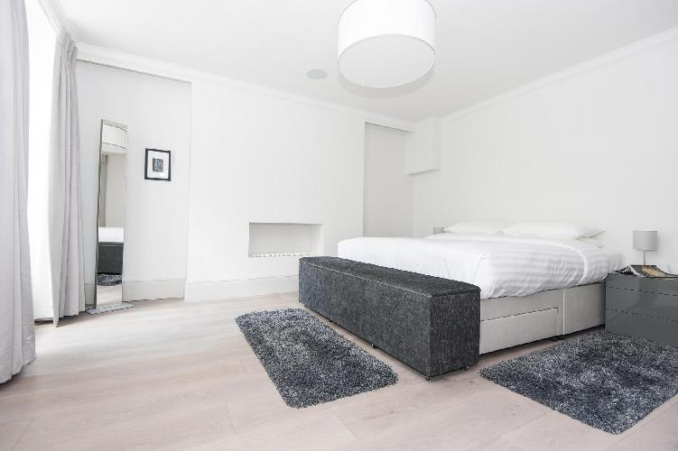 immaculate bedroom with skylight in London Devonshire Place luxury apartment and holiday home