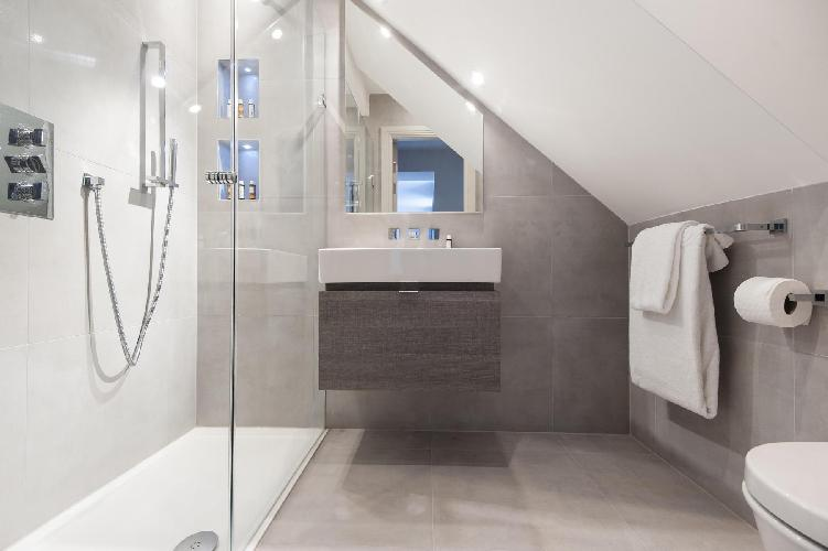 glam toilet and bath in London Devonshire Place luxury apartment