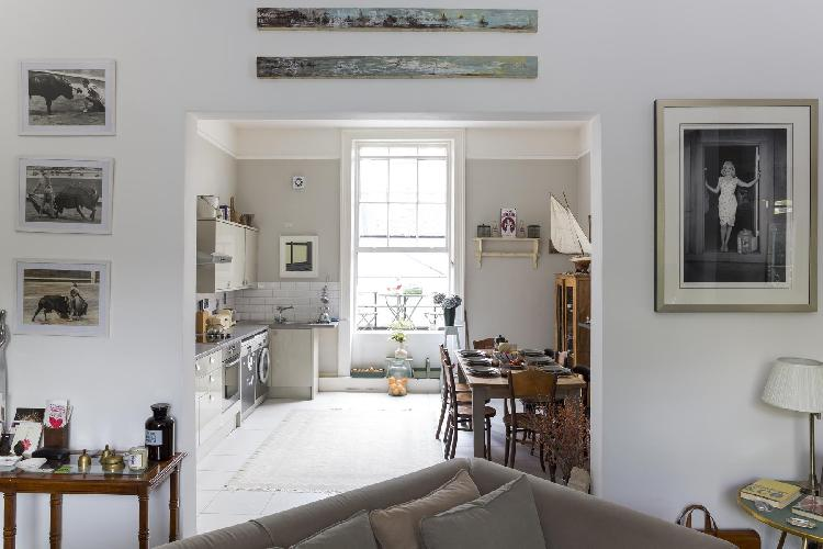 chic and charming London Chepstow Road IV luxury apartment and vacation rental