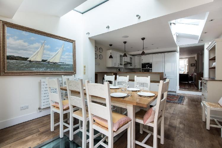 chic and charming multilevel London Donne Place luxury apartment and vacation rental near South Kens