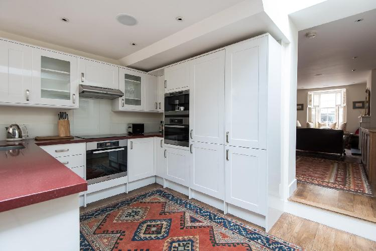 awesome kitchen with modern appliances and nice cabinets in London Donne Place luxury apartment