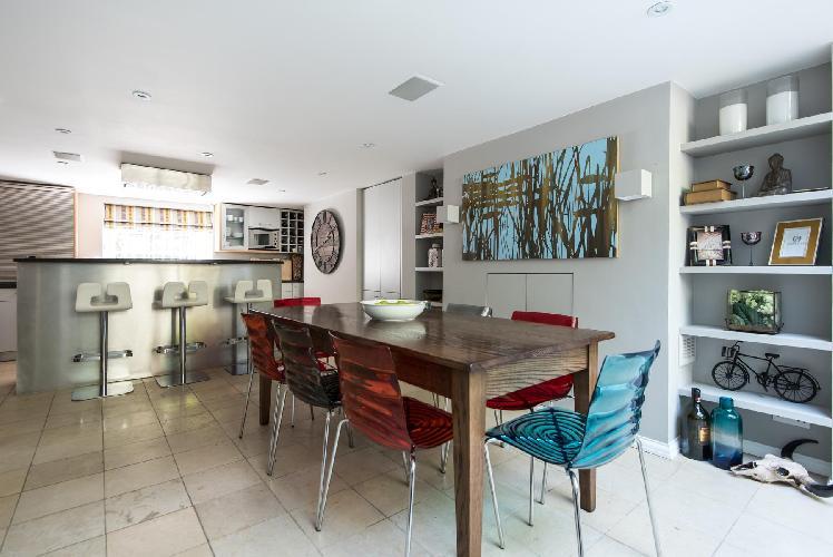 fascinating dining area in London Drayton Gardens VII luxury apartment