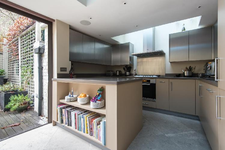 breezy and bright kitchen of London Campden Hill Gardens IV luxury apartment