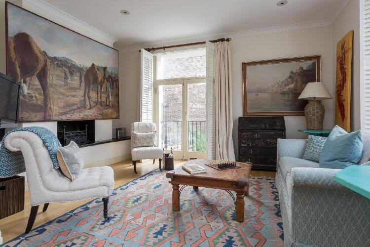 charming and cheery London Cale Street luxury apartment