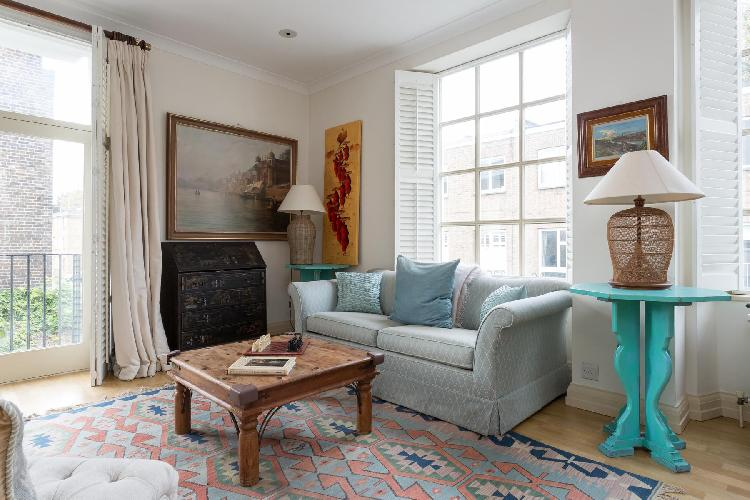 cheery and charming charming and cheery London Cale Street luxury apartment and holiday home