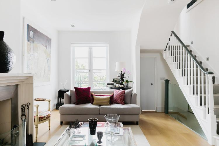 welcoming and warm multilevel London Ceylon Road II luxury apartment and holiday home