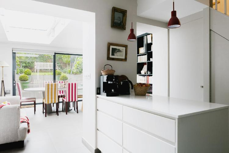 bright-colored dining chairs in London Ceylon Road II luxury apartment and vacation rental