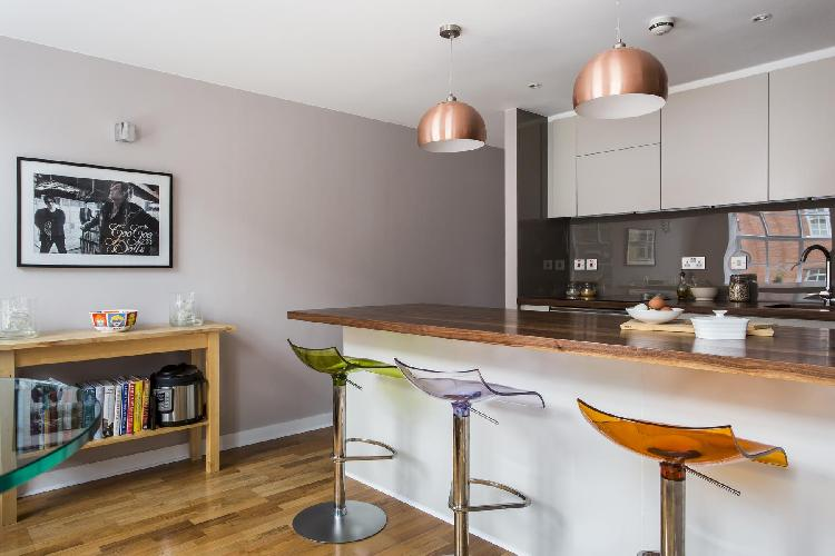 awesome breakfast bar of London Hardwick Street II luxury apartment