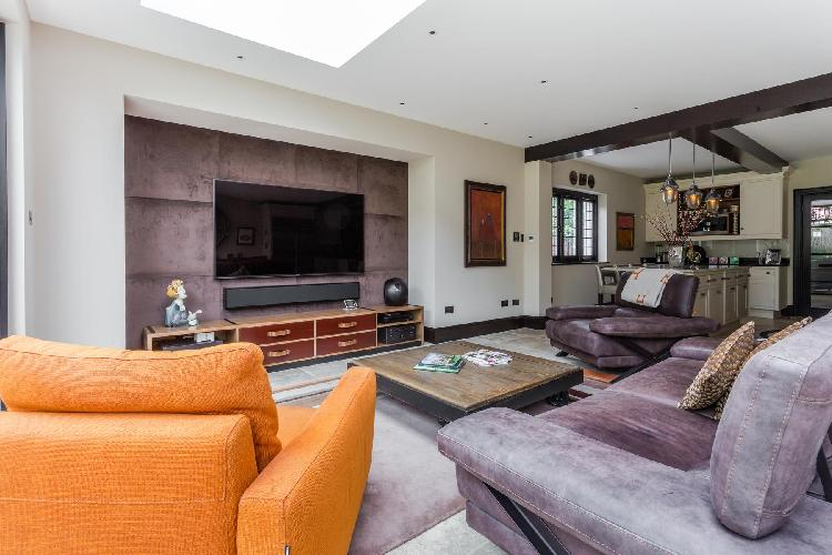 charming living room of London Vanbrugh Road luxury apartment