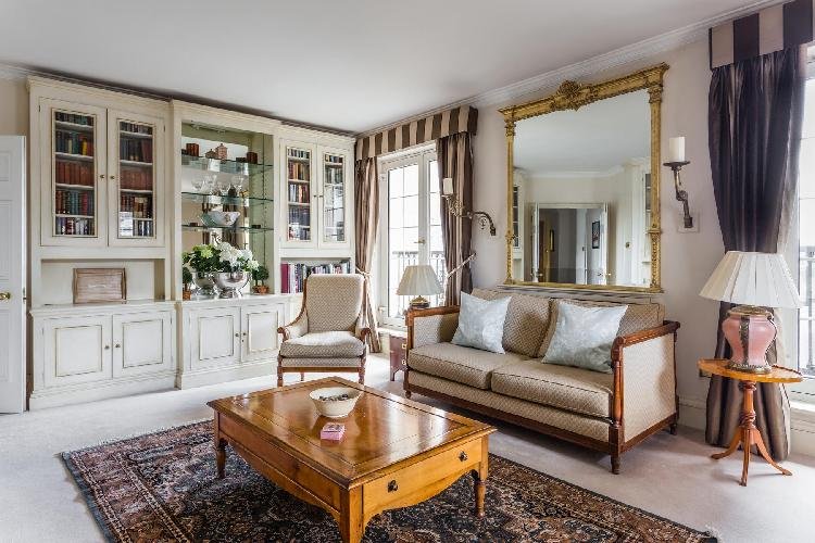 chic and charming London Chelsea Harbour luxury apartment and holiday home