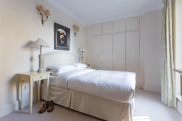 nice bedroom in London Chelsea Harbour luxury apartment and vacation rental