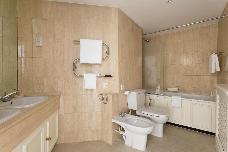 awesome neutrals marking bathroom interiors of London Chelsea Harbour luxury apartment
