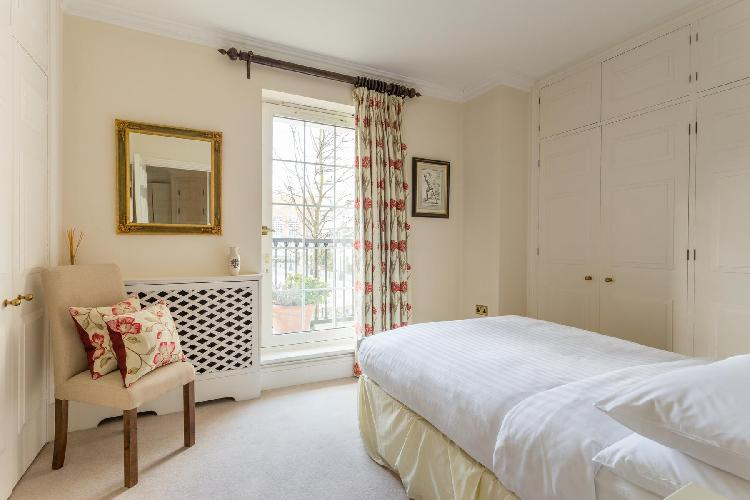 peaches-and-cream bedroom interiors of London Chelsea Harbour luxury apartment