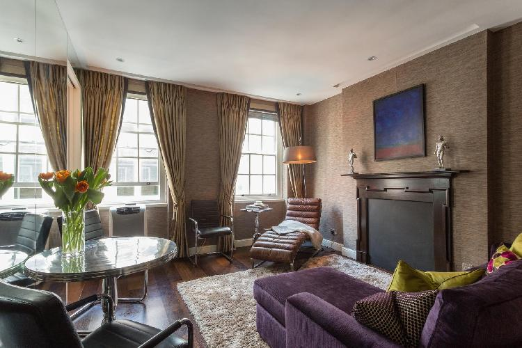 splendid Central London Duke of York Street luxury apartment and holiday home in Westminster near Pi