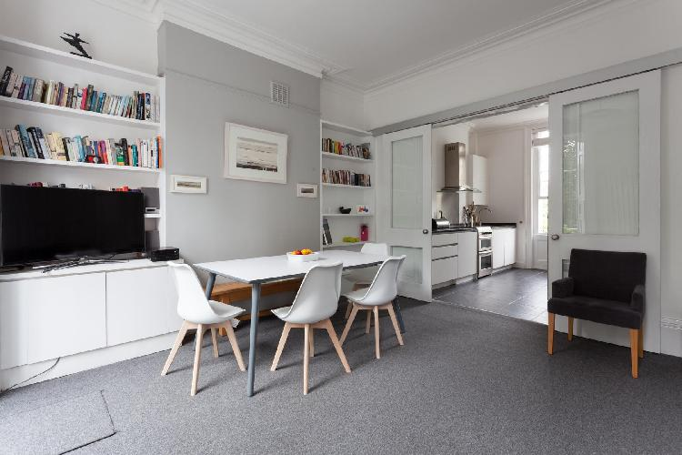 spacious London Myddelton Square II luxury apartment and vacation rental