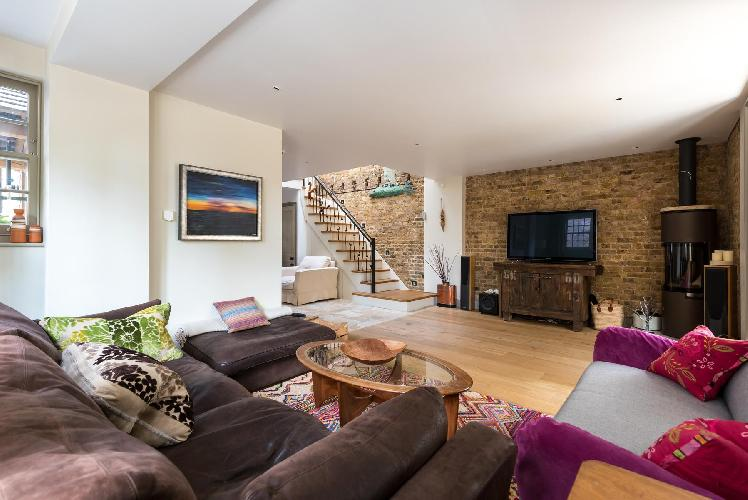 chic and cozy London Este Road luxury apartment and vacation rental in Wandsworth