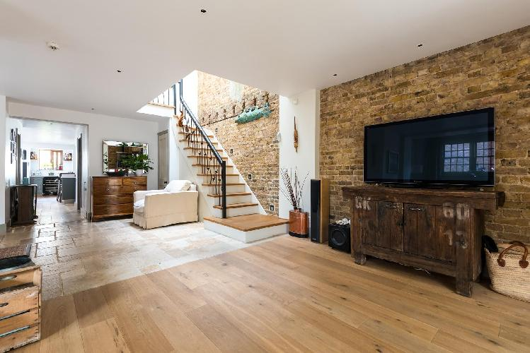 awesome Wandsworth London Este Road luxury apartment near Clapham North tube station